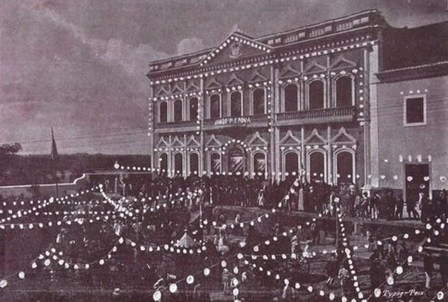 Foto (1905). Palácio do Governo à noite. Fonte: Revista do Norte, via: Blog Iba Mendes: Fotos antigas de cidades do Maranhão.