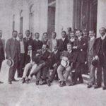 Foto (1905). Jornalistas em frente ao Palácio do Governo. Fonte: Revista do Norte, via: Blog Iba Mendes: Fotos antigas de cidades do Maranhão.