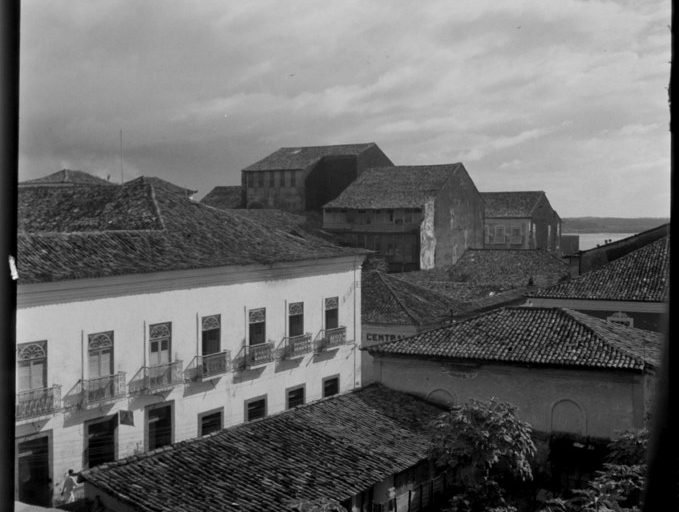 (Foto) 1938. Missão de pesquisas folclóricas de Mário de Andrade. Imagens do Maranhão - Telhados Fonte: Museu Afrodigital da UFMA.