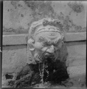 Carranca da Fonte do Ribeirão (Foto) 1938. Missão de pesquisas folclóricas de Mário de Andrade. Imagens do Maranhão - Conjuntos arquitetônicos/Fontes. Fonte: Museu Afrodigital da UFMA.